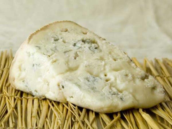 Gorgonzola è una cittadina lombarda della provincia di Milano conosciuta nel mondo grazie al nome che ha dato all'omonimo formaggio che qui ha avuto i natali, uno tra i primi ad aver ottenuto il marchio Doc quasi sessant'anni fa.