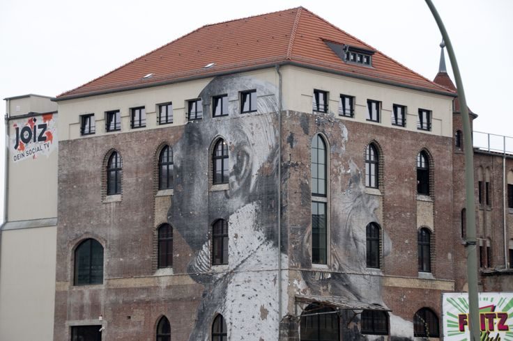 East Berlin 2014, whole building.