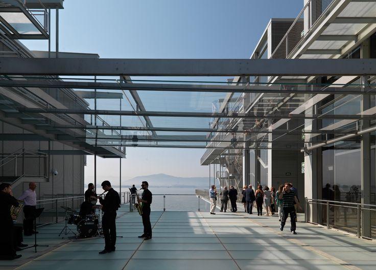 El Centro Botín, el nuevo espacio para el arte, la cultura y la educación en la bahía de Santander —nacido por una iniciativa personal de Emilio Botín (1934-2014) y desarrollado por la Fundación Botín—, se ha concebido no sólo como un edificio de...