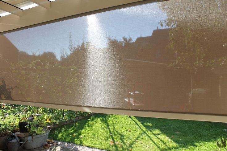 Witte veranda met beige zonwering en screen