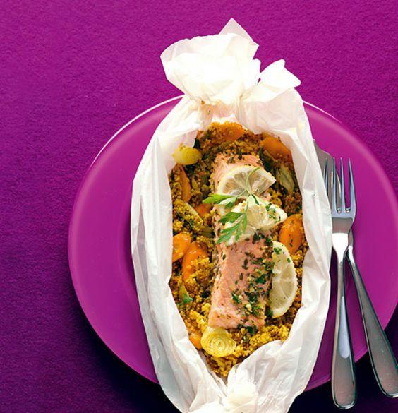 Rezept für Lachs-Couscous-Päckchen bei Essen und Trinken. Ein Rezept für 4 Personen. Und weitere Rezepte in den Kategorien Fisch, Gemüse, Getreide, Gewürze, Kräuter, Hauptspeise, Dünsten, Fettarm, Raffiniert.