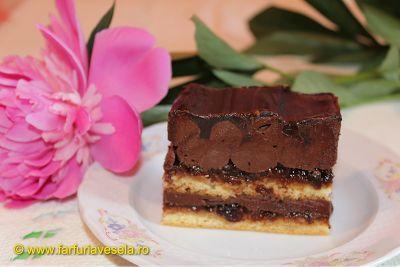 Farfuria vesela: Prajitura cu crema si glazura de ciocolata