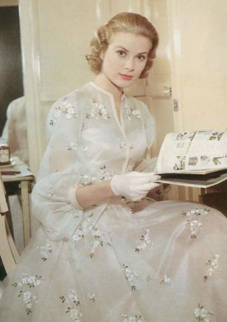 Love the dress that Grace Kelly wore in the movie High Society