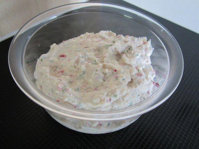 Das perfekte Radieschen-Creme-Rezept mit Bild und einfacher Schritt-für-Schritt-Anleitung: Schnittlauch klein schneiden. (kann auch im Quick-Chef…