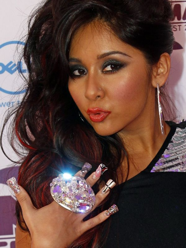 Snooki duck feet nails (nooooooo!) http://beautyeditor.ca/2013/07/26/over-nail-art-good-because-now-its-all-about-nail-shape-and-length/