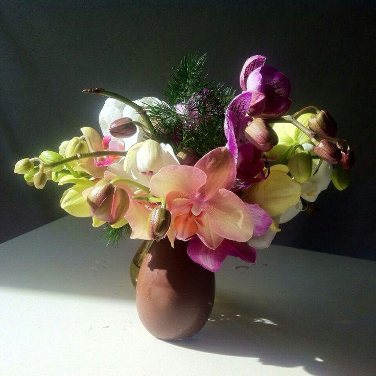 Orchidee boeket in een chocolade paasei!
