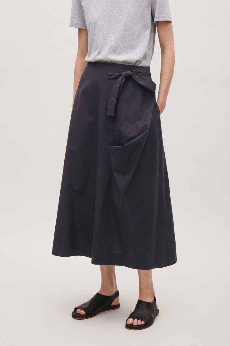 Made from crisp cotton, this wrap-over skirt has fluid drapes that accentuated its voluminous shape. A distinct A-line fit, it is completed simple topstitch finishes for a clean, simple silhouette.