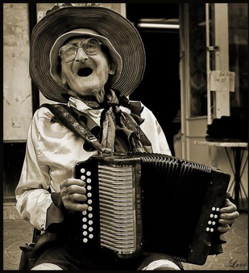 Sing till you die: Ageless Beautiful, Squeezed Boxes, The Faces, Songs, Happy People, Portraits Photography, Old Man, Piano Accordion, Make Me Smile