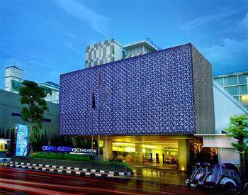 Hotel ini memenuhi semua kriteria hotel terbaik yang dimimpikan wisatawan mulai dari lokasi yang strategis, fasilitas lengkap, desain hotel yang mewah dan modern, makanan yang lezat, serta pelayanan yang profesional. Terletak di pusat kota Yogyakarta, Grand Aston Yogyakarta bisa menjadi hunian yang tepat untuk bisnis maupun wisata. Yuhuu, kamu bisa book hotelnya disini http://www.voucherhotel.com/indonesia/yogyakarta/395247-grand-aston-yogyakarta-yogyakarta/