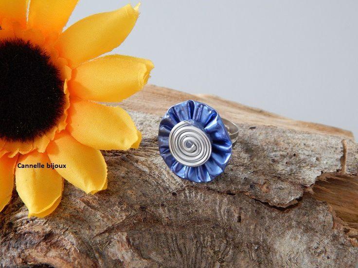 Bague en capsule Nespresso forme Petite fleur plissée Bleu clair