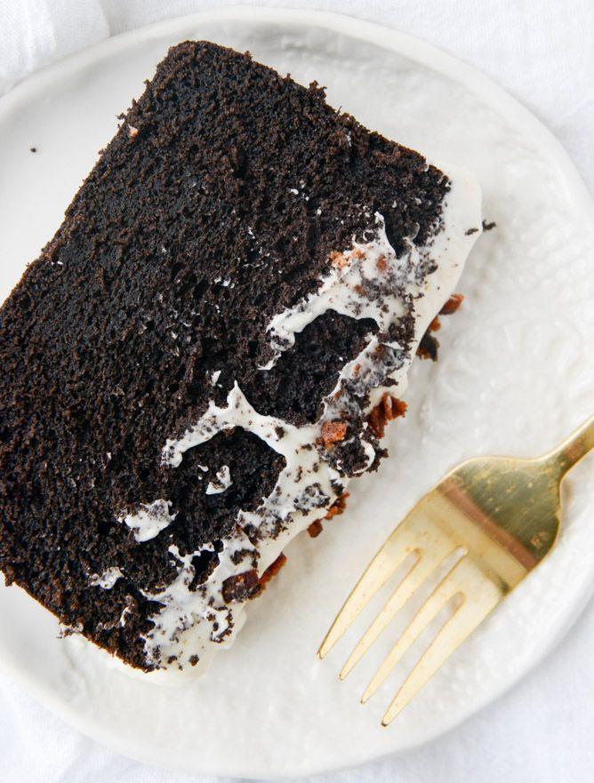 Schokolade Pfund Kuchen mit Speck Bourbon bereift I howsweeteats.com