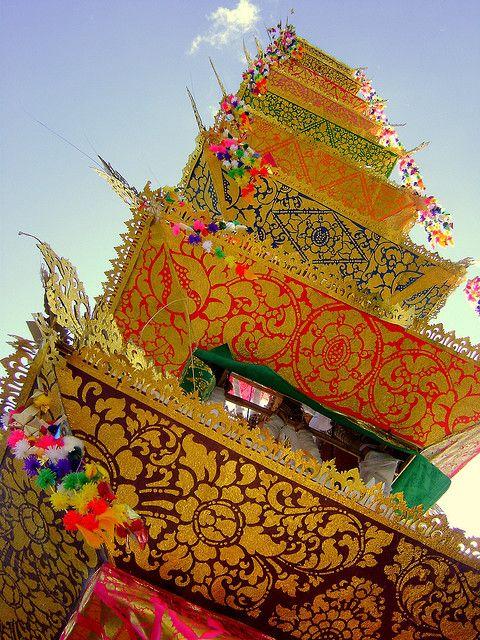 beingindonesian: Replika meru untuk upacara ngaben, Ubud, Bali, Indonesia. Cremation 5 (by elinedv)