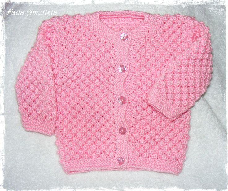 Casaquinho feito em lã suave, apropriado para bebé. Medida: até 1ano https://www.facebook.com/FadaAmetista/photos/a.1661150557535744.1073741856.1589593488024785/1661159854201481/?type=3&theater