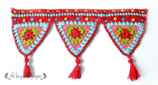 crochet triangles wall hanging - free pattern