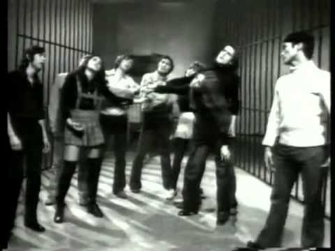 ▶ JOAN BAEZ - Sacco & Vanzetti - Here's To You - Música Libre 1972 - Lolos Studio 3 - Manuel Alejandro - YouTube