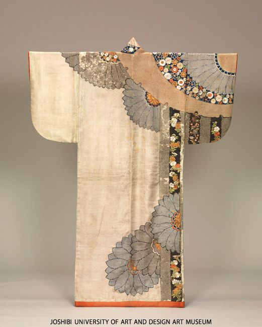 Kosode with snow roundels and chrysanthemums. Edo period (1603-1868) 17th century
