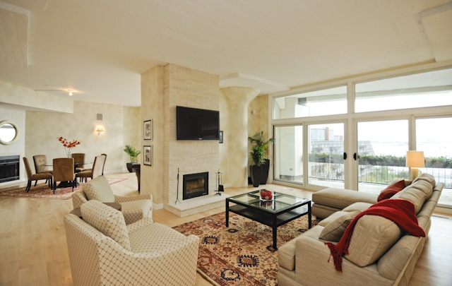 Newly renovated luxury condominium in boston 39 s north end for Living room north end