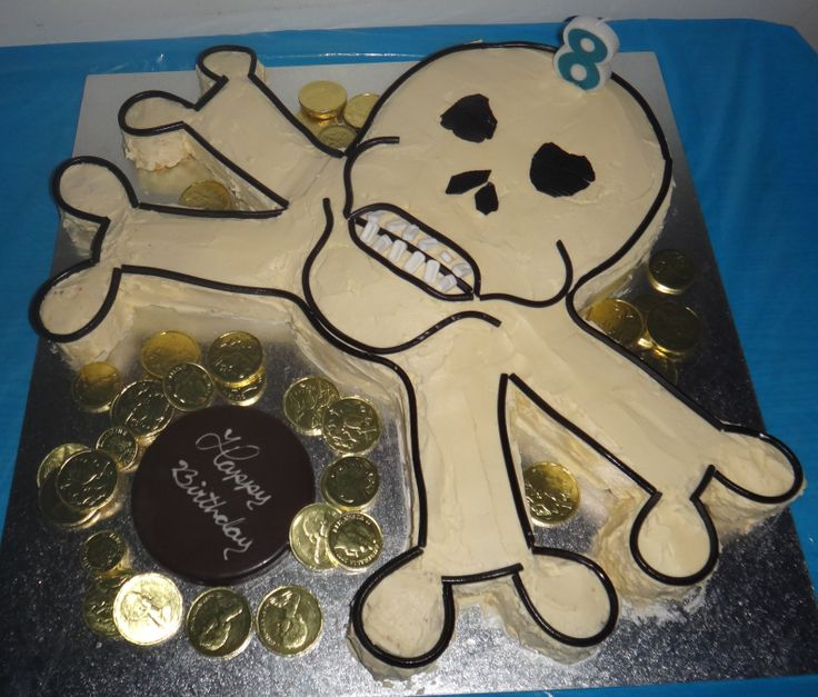 A skull and cross bones cake, complete with pirate treasure! I wonder if the kids had to follow a treasure map to get to Madfun...