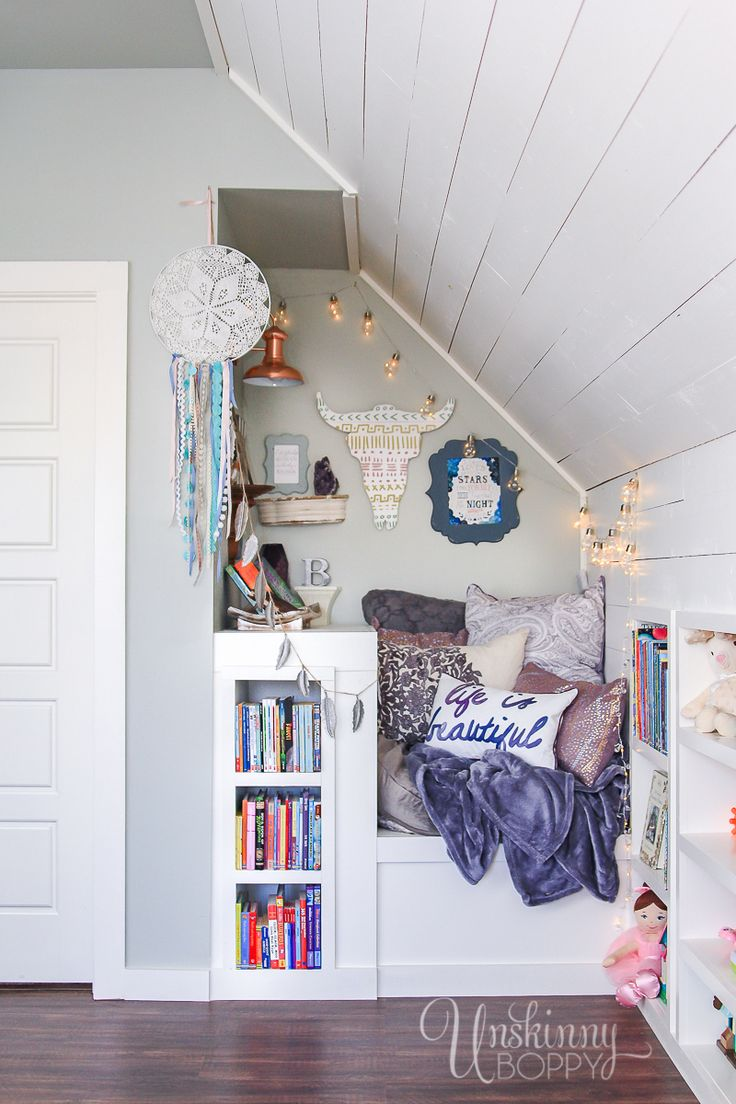 The Most Perfect Attic Book Nook I've ever seen. I could curl up in this reading nook forever.