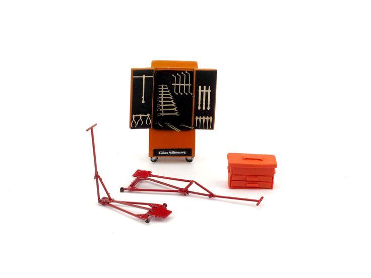 F095 Set attrezzi e accessori - armadio attrezzi Beta - cassetta attrezzi Beta - etichette / custom decals - attrezzi in fotoincisione - 2 cric in fotoincisione