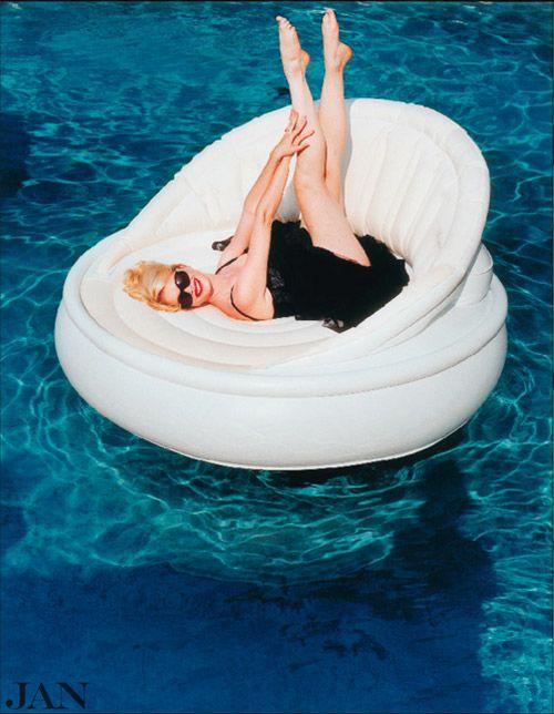 Tjitske Reidinga in JAN 1-2005   Fotografie Roger Neve   Styling Linda Gerritsen