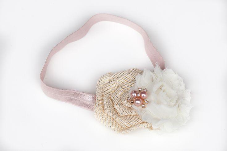 """""""Gudrun"""" Lys rosa hårbånd med shabby blomster til baby og børn made by MargretheDesigns. Du vælger selv målet på hårbåndet, blot skriv det i kommentarfeltet ved bestilling."""