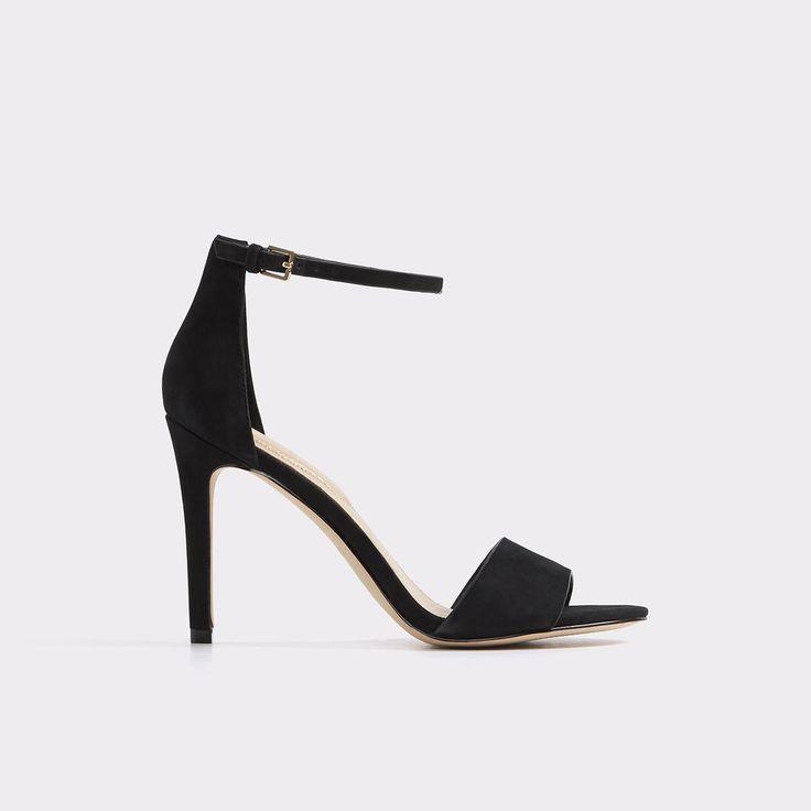 Fiolla Adoptez l'élégance minimaliste des années 90 avec cette sandale à talon haut en cuir aux proportions tout simplement spectaculaires. Dotée d'une large bride avant et de courroies délicates à la cheville, voilà un chef-d'oeuvre de sophistication.