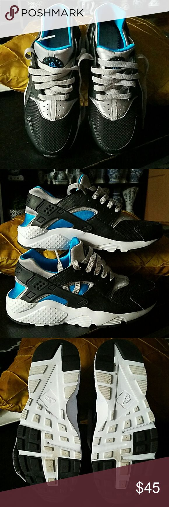 Kids Nike Huaraches SZ 3.5Y Great condition, like new, kids Nike Huaraches size 3.5Y, no insoles included. Bright blue, black, and white colorway, light on the feet, with secured ankles. Great for running and everyday activity. I took out the insoles in hopes it would be fit me just fine, but it's still a little snug (I'm a women's size 6). These true to size, so if you are a 5-5.5 in womens, this will fit you well.  Insoles are not included, but I can include it for extra price. Nike Shoes…