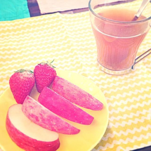 朝ごはんで 体を温め代謝をあげる作戦‼ 昼は軽く、夜は好きなものを頂きます(笑)  水太りな体質みたいなので 大好きな生野菜や冷たい水、お茶を控えます! 白糖よりハチミツ&黒糖 大好きな南国フルーツより リンゴや人参! 生野菜より温野菜! 一ヶ月頑張ってみるぅ〜♡♡ - 22件のもぐもぐ - 生姜ハチミツ紅茶で朝ごはんダイエットはじめました♡ by happykuisinbow
