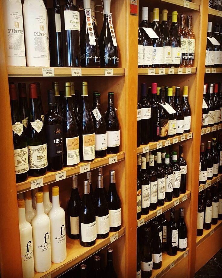 Estamos en una época perfecta para bebernos un buen vino blanco! �� Tenemos una amplia variedad de vinos gallegos, portugueses, Rioja... ¿Cuanto más vas a resistirte?�� #casasamaniego #vigo #vino #vinofresco #galicia #portugal #rioja #albariño #ribeiro #godello #quecalor http://misstagram.com/ipost/1540556503440809990/?code=BVhJ_pIAeAG