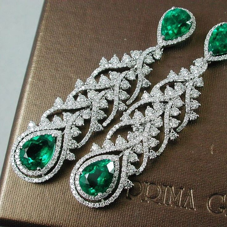 Collection Emerald. For people looking for something special. Natural Emerald Colombia Vivid Musu Diamonds PrimaGems