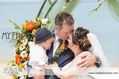 Wonderful photo - just married with their angel #beachweddingphotos #justmarried #bride_groom_theirson
