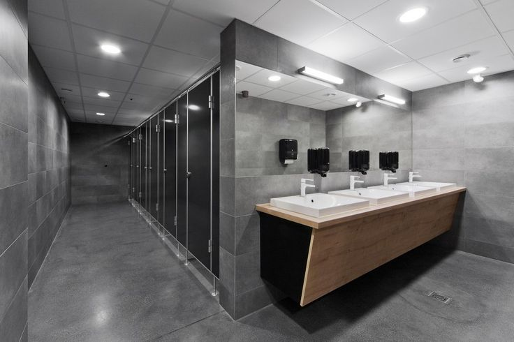 Love how the restrooms and sinks are not in a shared area. Business on one side, hiegine  on the other