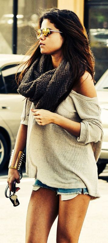 What are the best infinity scarves like Selena Gomez wears: http://www.slant.co/topics/4780/~fringe-knit-infinity-scarves