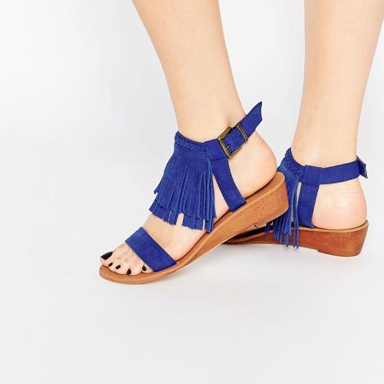 Van rokjes en handtassen tot zomerse sandalen: franjes passen bij alles. En daar zijn wij héél blij om, want fringe is hot en geeft aan élke look een heerlijke boho vibe.