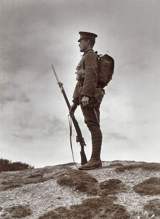 British soldier with fixed bayonet, First World War, 1914-1918.