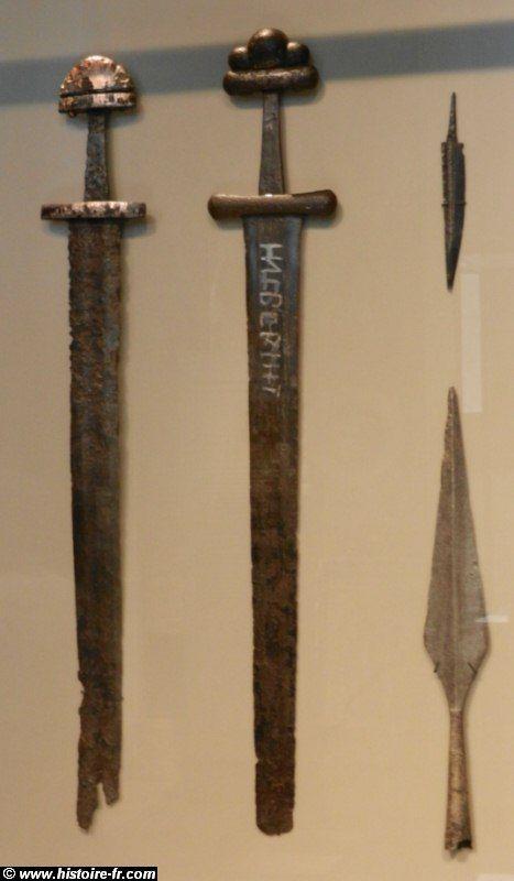 Louis le Pieux (814 à 840) Epees et lances carolingiennes (IX°-X°s) Neus museaum, Berlin- LOUIS 1° 7) LA PERIODE DES REVOLTES ET DES GUERRES CIVILES (830-835), 7.3: REVOLTE DE  ET DESTITUTION DE L'EMPEREUR: En 833, JUDITH entame une négociation avec LOTHAIRE en vue d'un partage de l'empire entre lui et CHARLES.