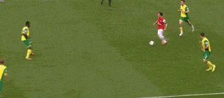 soccer #gif #gifs amazing passing skills!