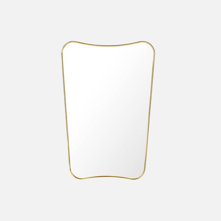 Noen objekter er som smykker på veggen din, og speilet F.A.33 fra Gubi er et perfekt eksempel på det.