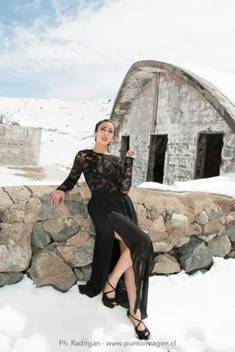 Photo Shoot Embalse El Yeso #chile #arriendo #vestidos #fiesta #gala #nieve #model #outfit #fashion #dress #encaje  www.laragala.cl www.facebook.com/arriendoslaragala