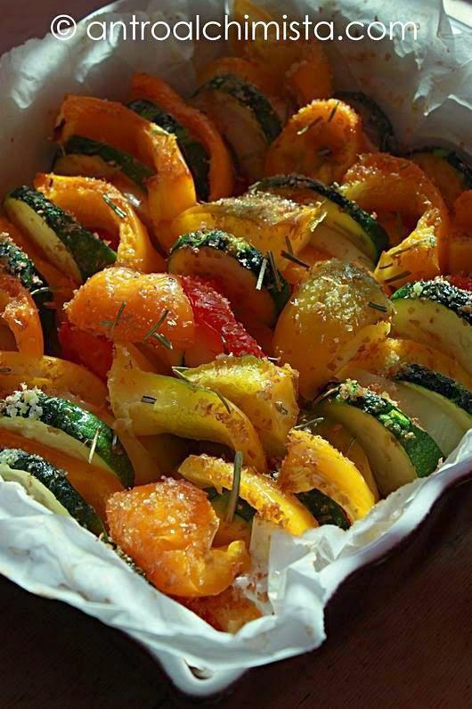 L'Antro dell'Alchimista: Verdure Gratinate con Crusca d'Avena - Vegetable (Peppers, Onions, Zucchini) Gratin with Oat Bran
