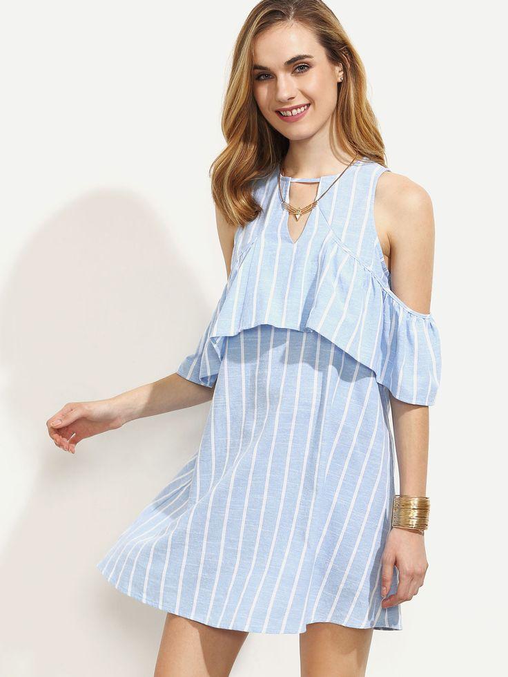 Синее полосатое платье с воланами с открытыми плечами