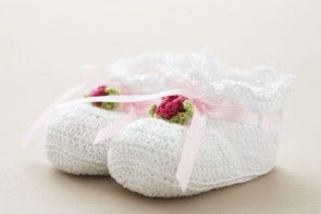 Christening shoes in white crochet cotton with pink flower  from Oli Prik (SC65W)