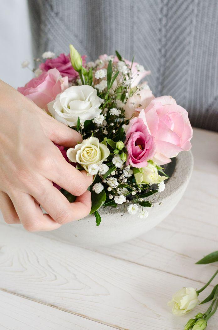 Tischdeko Zur Taufe Selber Machen Gesteck In Rosa Und Weiss Blumigo Blumengestecke Dekor Hochzeit Taufe Feier