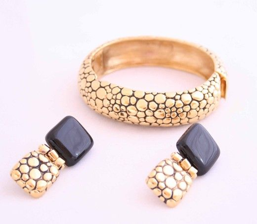 Винтажный браслет и клипсы. Металл, пластик. Марка: Givenchy, 1980 е гг. #vintage #jewellery #jewelry #trendy #style #chic #women #gift