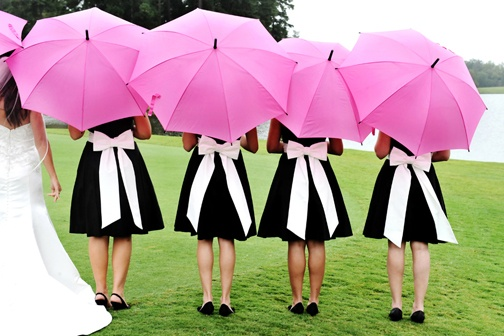 I love the umbrella pictures!Outdoor Wedding, Wedding Favors, Dresses Style, Bridesmaid Dresses, Umbrellas Pink Wedding, Pink Umbrellas, Bridal Shower, Big Bows, Green Dresses