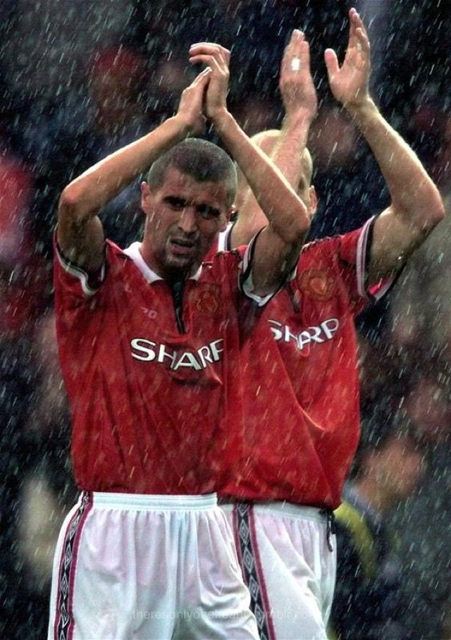 Man Utd 2 Leeds Utd 0 in Aug 1999 at Old Trafford. Roy Keane and Jaap Stam walk off in the rain #Prem