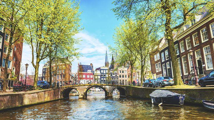 初めてヨーロッパを訪れる人には、アムステルダムを勧めたいという人は多いようです。近代的で美しく、どの国から来た人であっても大きなカルチャーショックを受けることなく過ごすことができるでしょう。決してマリファナと飾り窓だけが、この街の個性ではないんです。「Elite Daily」のAngelina Zeppieriさんがまとめた「アムステルダムの楽しみ方」を紹介したいと思います。アムステルダム...