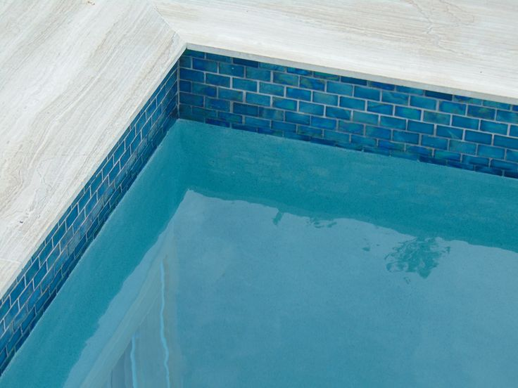 Turquoise is trending hard core in pool design adding a little pop of color to your waterscape for Best thinset for swimming pool tile