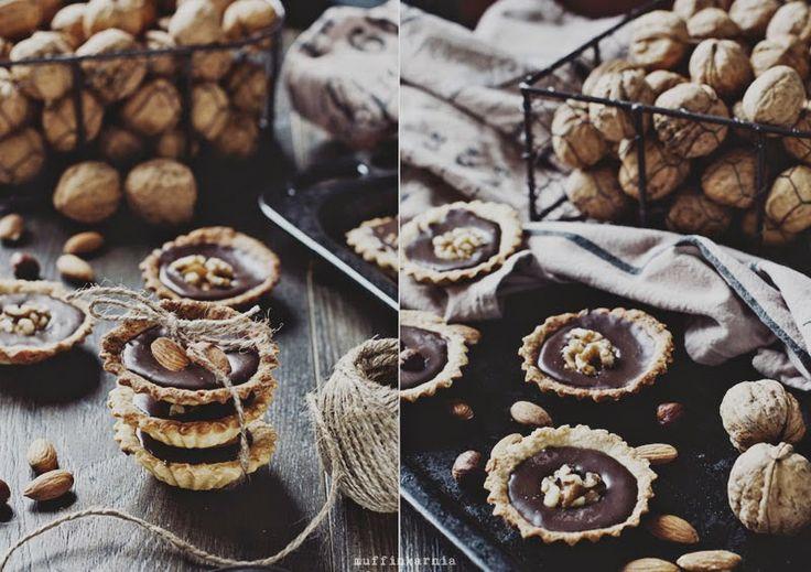 Tartaletki z musem czekoladowym i orzechami